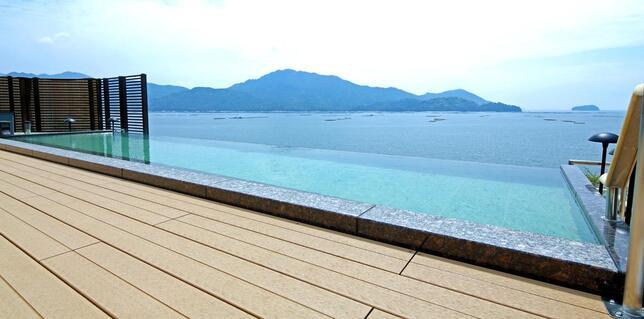 宮浜グランドホテルの屋上露天風呂「マルミエロテン」